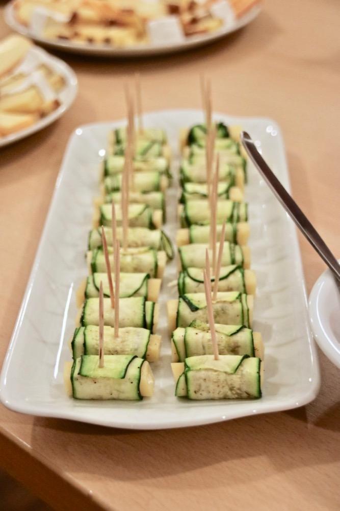 Bergkäse-Zucchini-Röllchen mit Schnittlauch-Vinaigrette